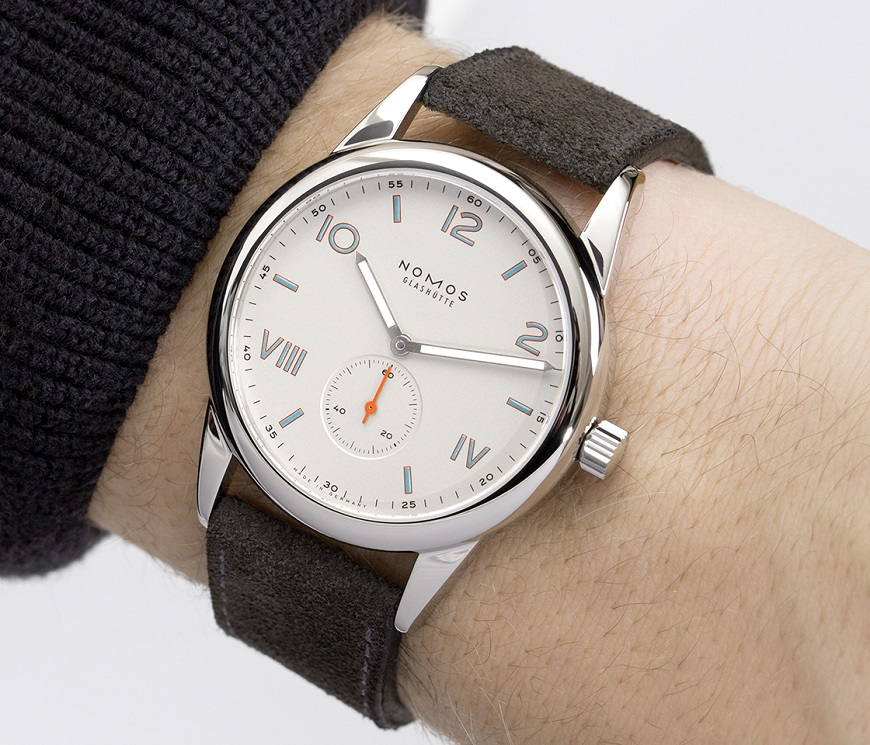 10_NOMOS_Club_38_Campus_wrist_shot