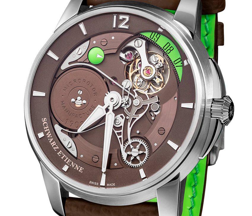 Het uurwerk van de Schwarz Etienne Roswell 08 ligt omgedraaid in de 45 mm kast