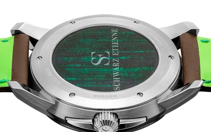 De achterzijde van de Schwarz Etienne Roswell 08 kleurt buitenaards groen