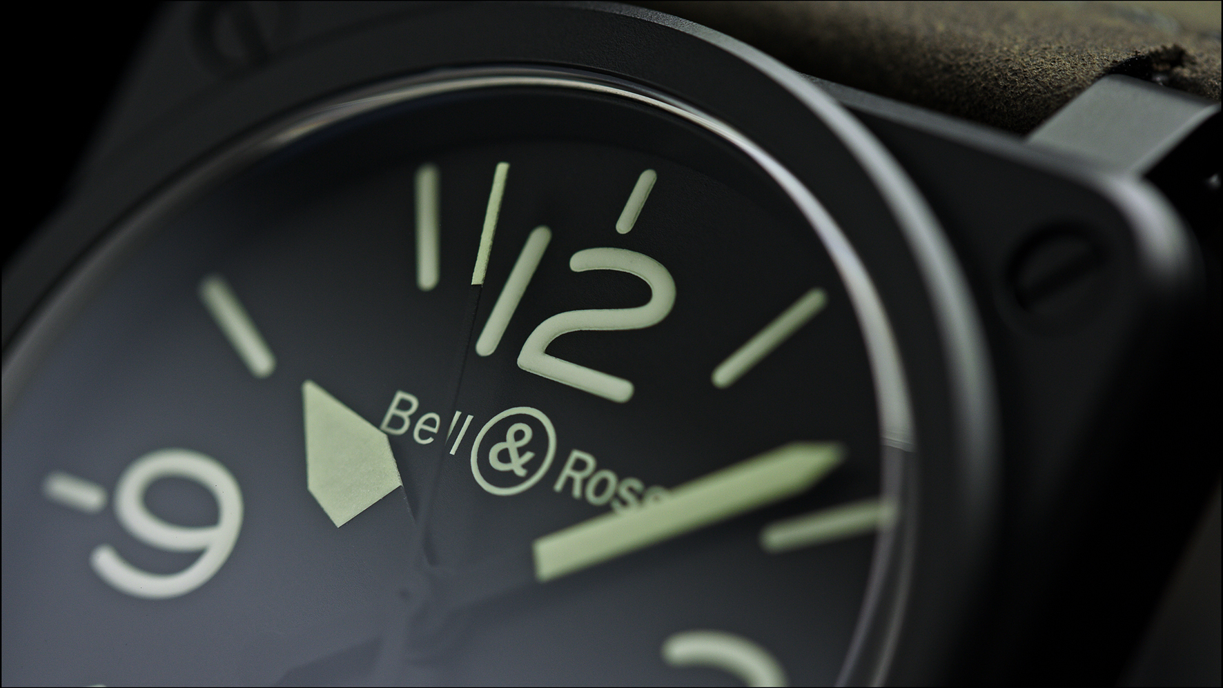 Minimalistisch ontwerp, veel Superluminova. De Bell & Ross BR03-92 Nightlum gloeit dag en nacht
