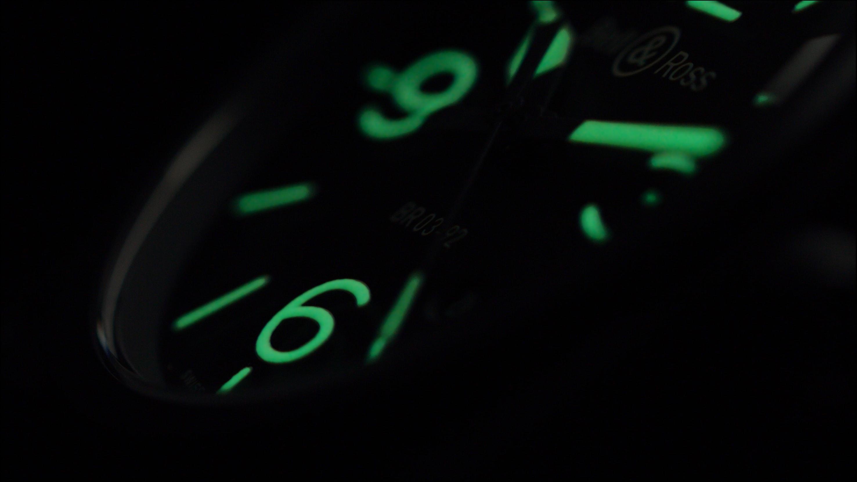 Het gebruikte groene Superluminova® C3 is ultra-lichtgevend en heeft een lange gloeitijd