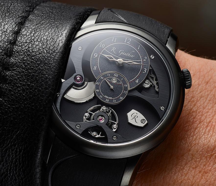 De hoge titanium horlogerie van Roamin Gauthier kan wedijveren met elke variant die in edelmetaal is vervaardigd. Volgens Romain zelf passen complicaties net zo goed in een kast van bijvoorbeeld titanium. Dit inzicht leidde tot de Insight Micro-Rotor Natural Titanium en de zwarte Black Titanium variant