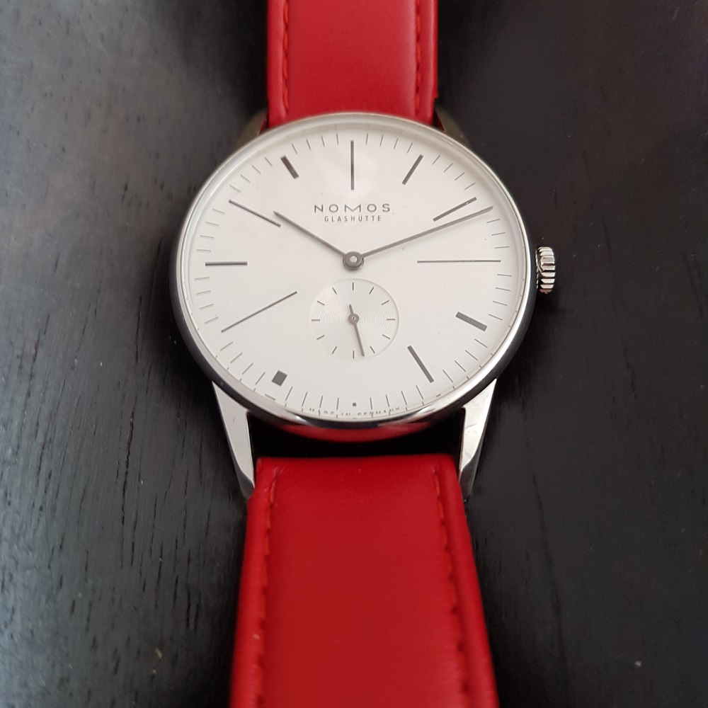 Ace x Nomos Limited Edition Orion 100 Years De Stijl met een streep rood