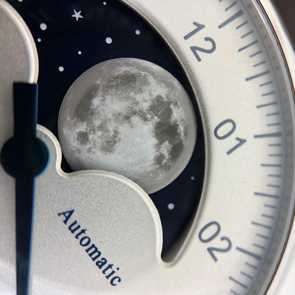De maan in de Lunascope is groot en gedetailleerd