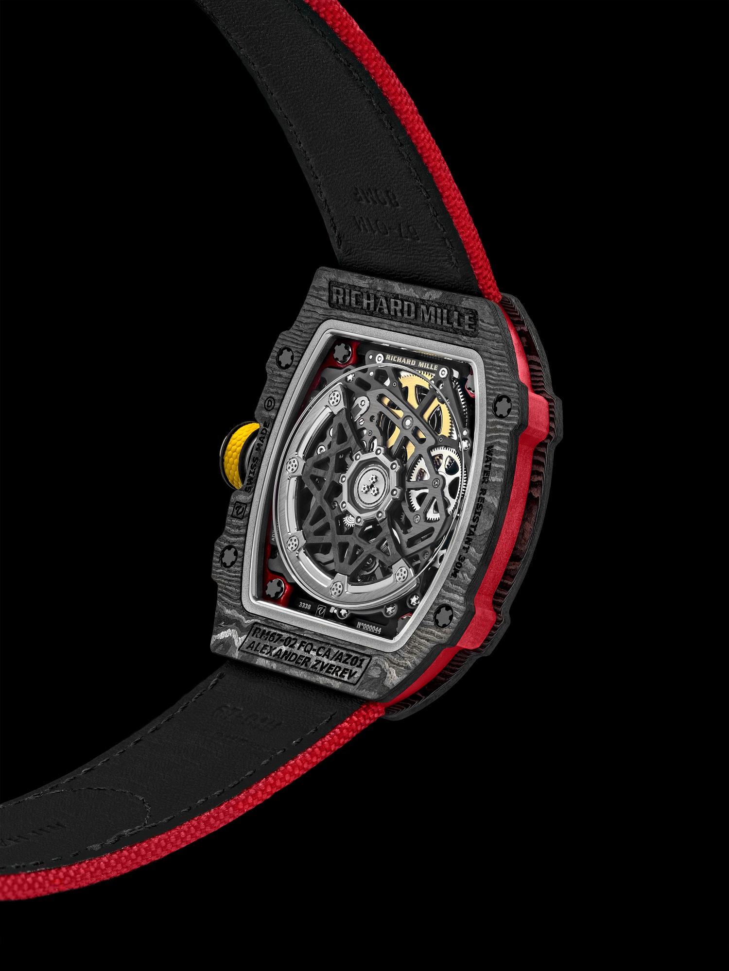Het CRMA 7 uurwerk is gemaakt van titanium – de platine en de bruggen – en een speciale carbonsoort – TPT
