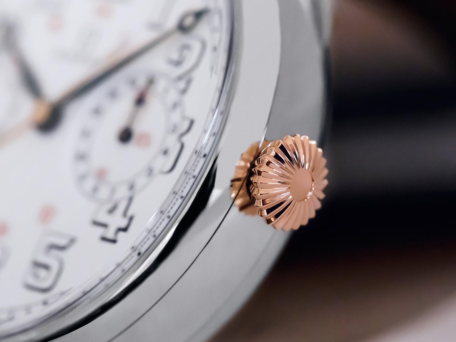 De fraaie gevormde kroon van de Omega First Wrist-Chronograph Limited Edition