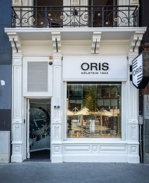 Exterieur van de Amsterdamse Oris boutique op het Rokin