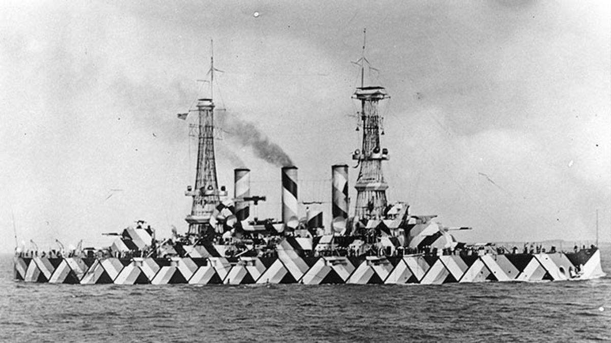 Amerikaans slagschip USS Nebraska in experimentele camouflagekleuren tijdens WOI