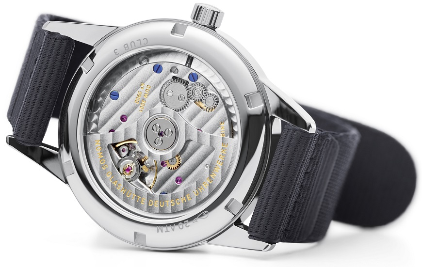 10_NOMOS_Club_neomatik_sapphire_crystal_glass_back