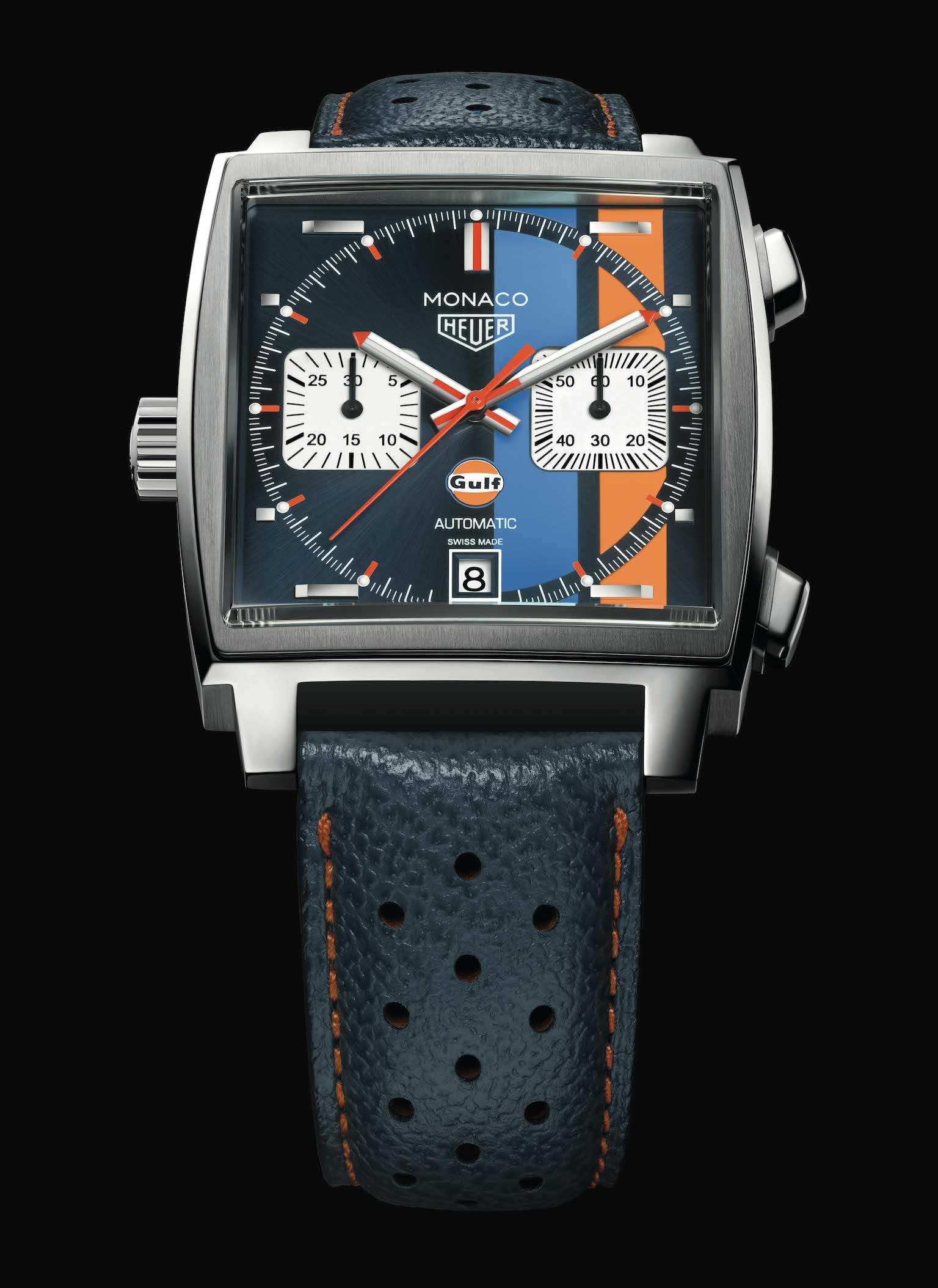 De gestreepte TAG Heuer Monaco Calibre 11 Gulf Edition frontaal