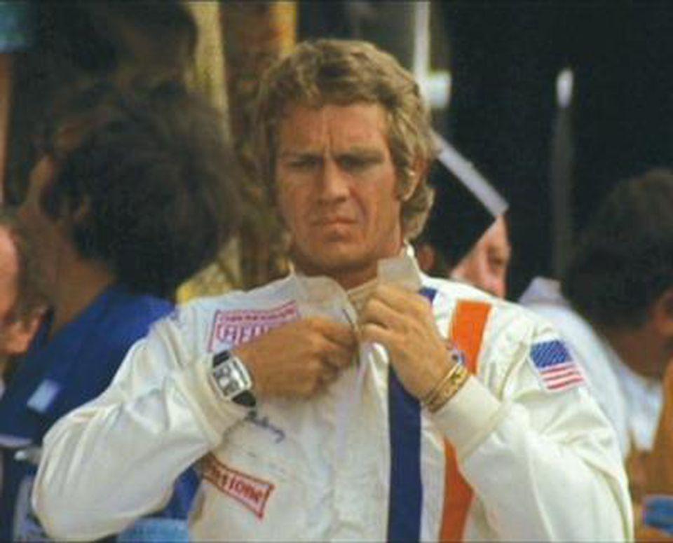 Steve Mcqueen in de film 'Le Mans' met zijn Heuer Monaco