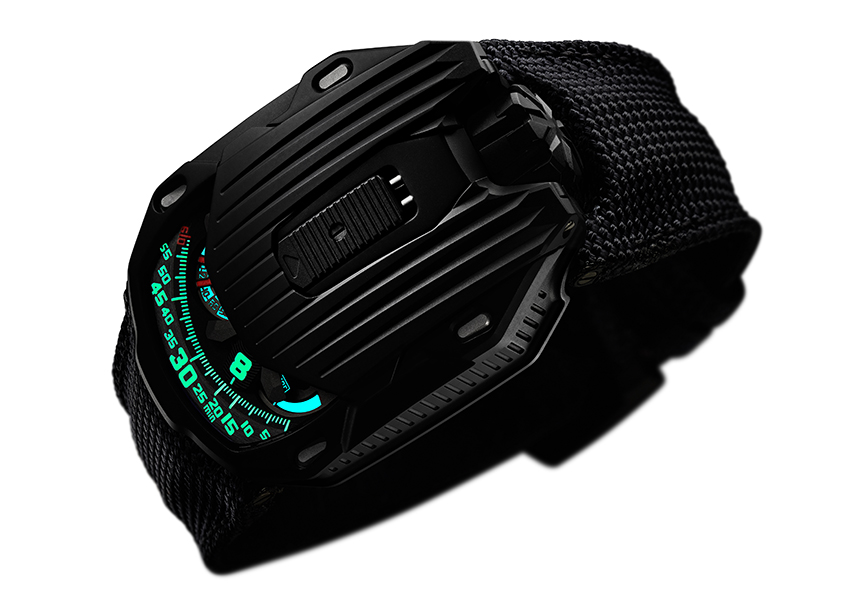 De Urwerk UR-105 CT Kryptonite bij nacht