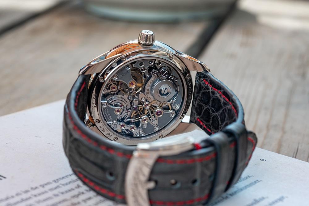 Is het uurwerk fraaier dan de geguillocheerde wijzerplaat...