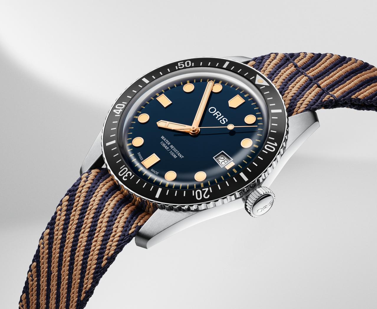 De 42 mm Divers Sixty-Five met een stoffen band die is gemaakt van hergebruikt plastic