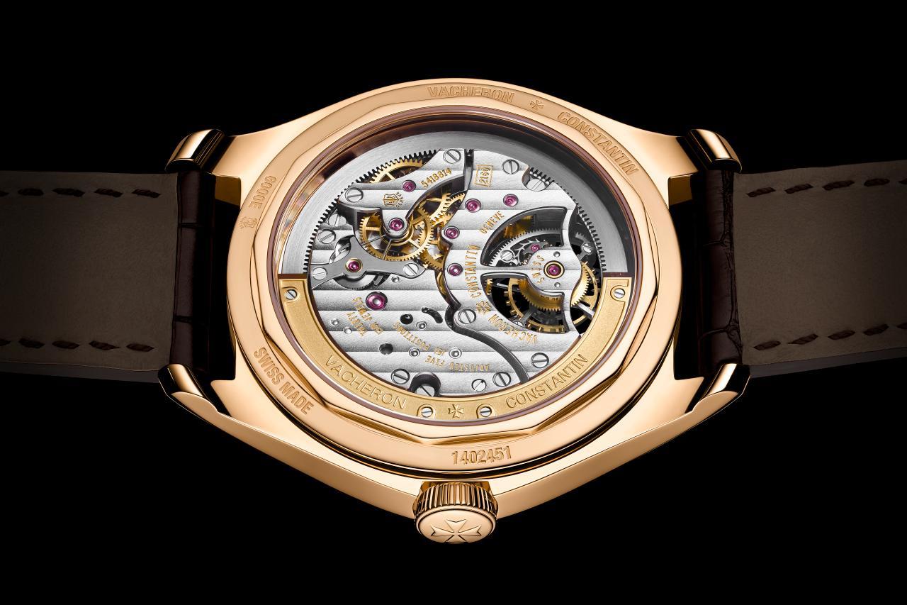 . Het slechts 5,65 mm dikke Caliber 2160 maakt een 41 mm horloge mogelijk met een hoogte van 10,9 mm