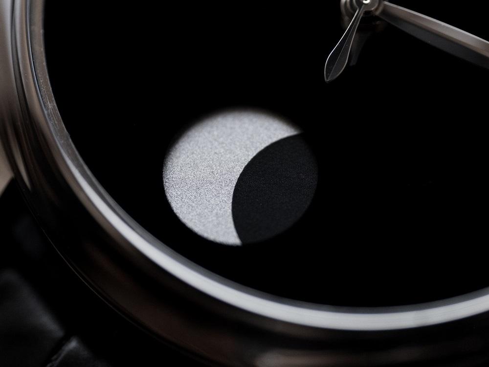 De maan in de Endeavour Perpetual Moon Concept van héél dichtbij