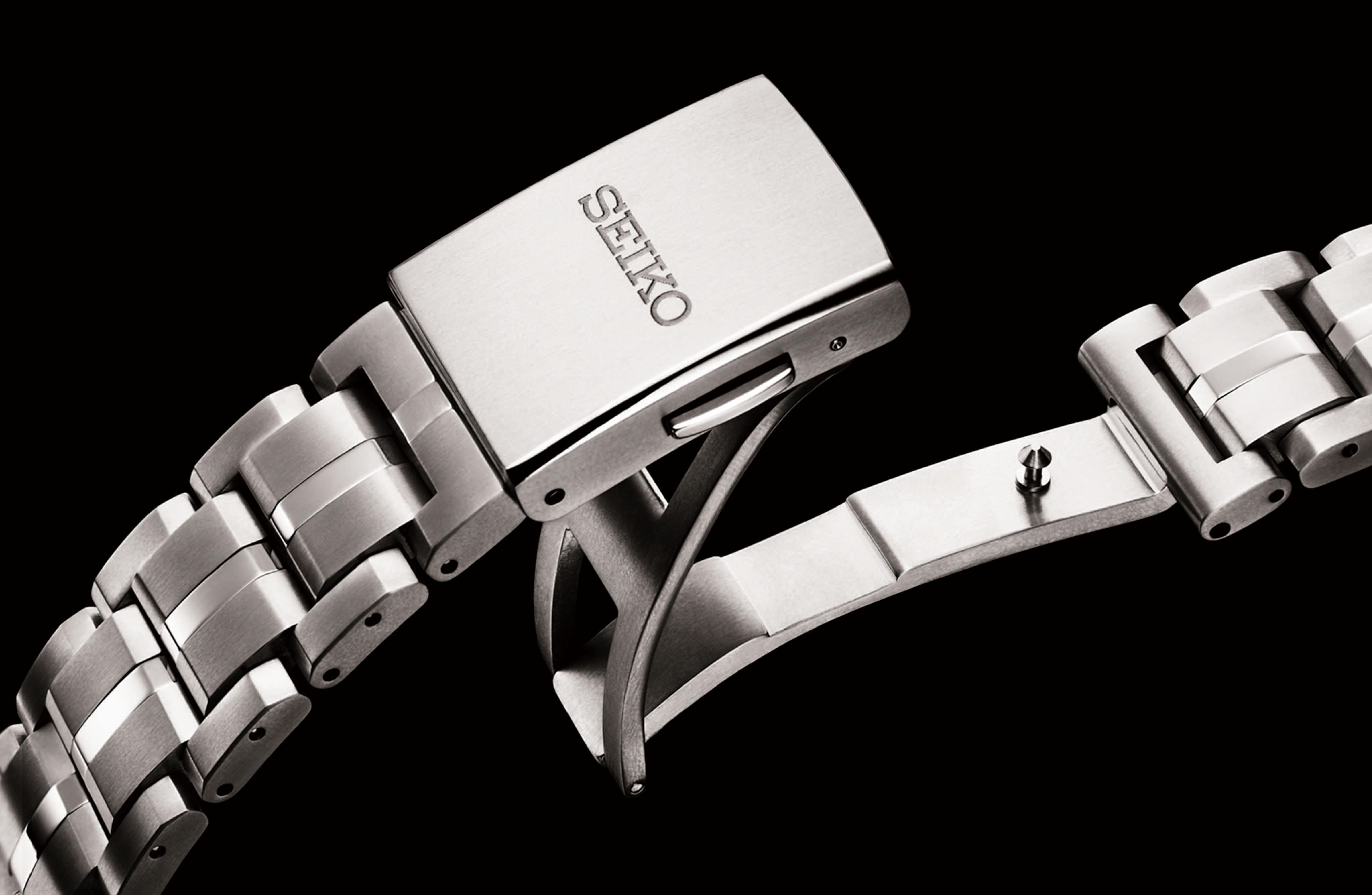 De band van de Astron GPS Solar 5X heeft een nieuwe vouwsluiting gekregen