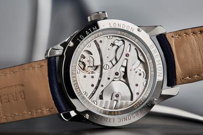 Het fraai vormgegeven en afgewerkte uurwerk van de Bremont Supersonic