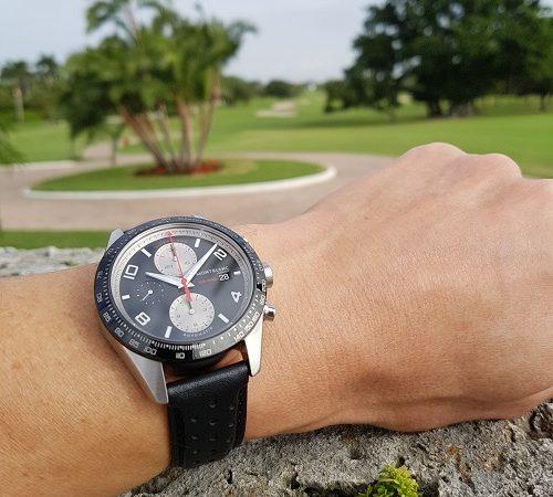 De 43 mm TimeWalker Chronograph Automatic op de country club