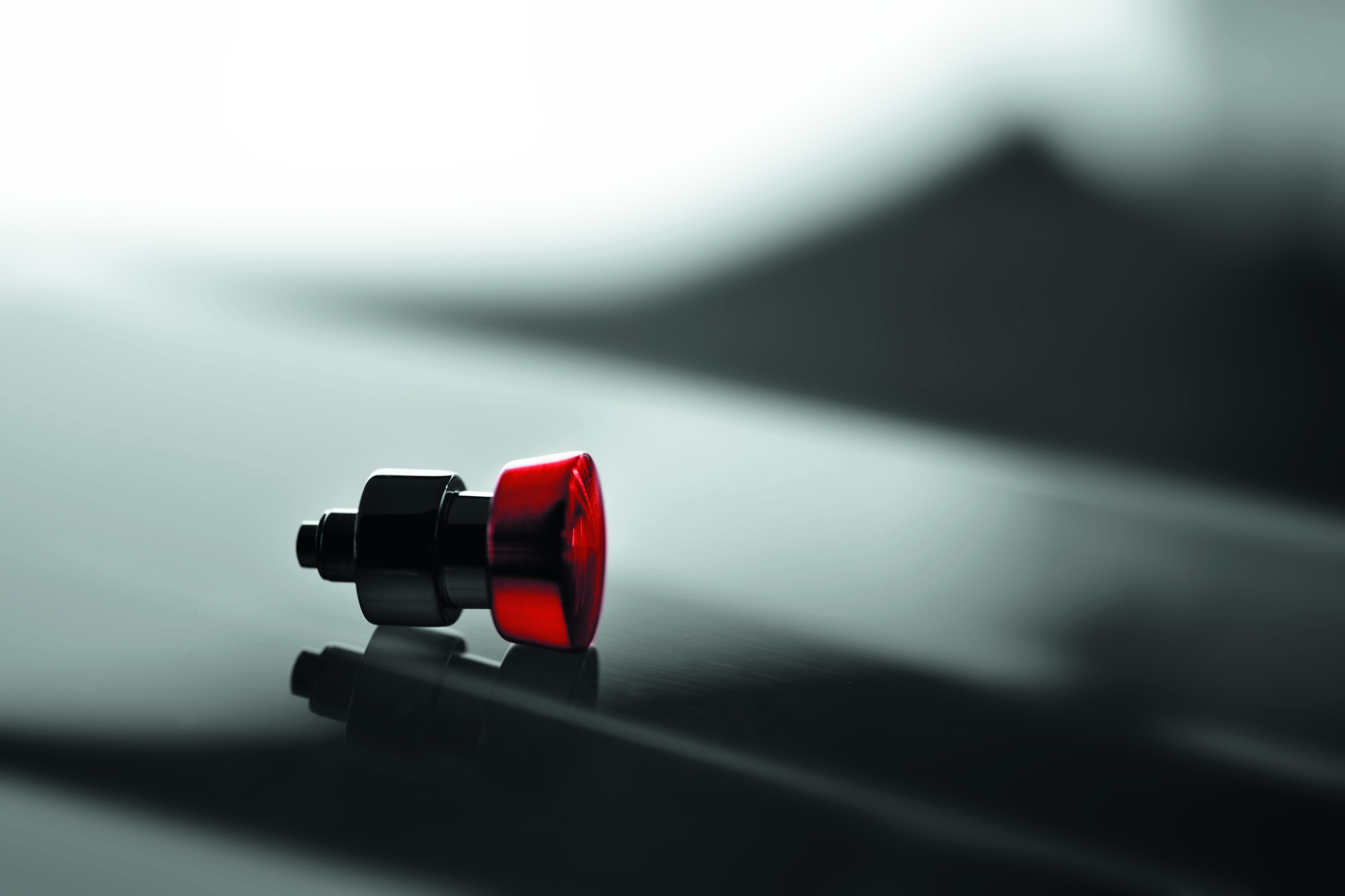 De rode, voor Hanhart zo kenmerkende rode poussoir