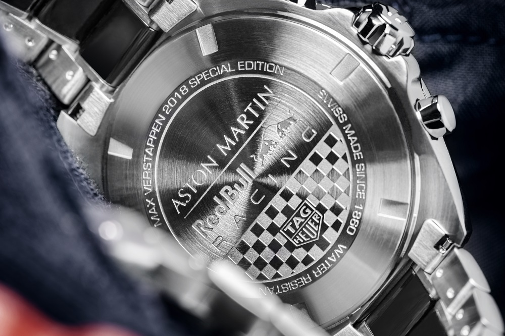 Het zwart wit geblokt op het achterdeksel van de TAG Heuer Formula 1 Max Verstappen Special Edition 2018