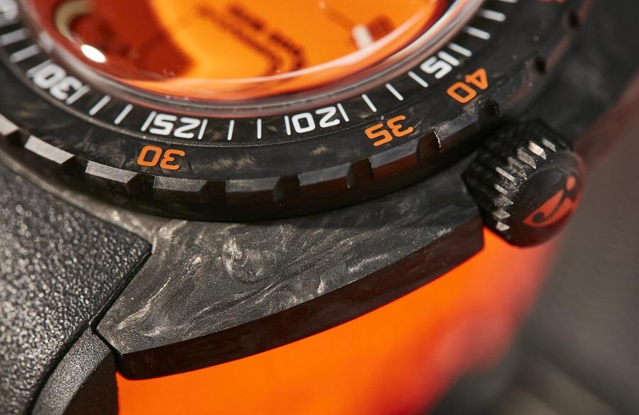 DOXA SUB 300 carbon COSC in zes kleuren
